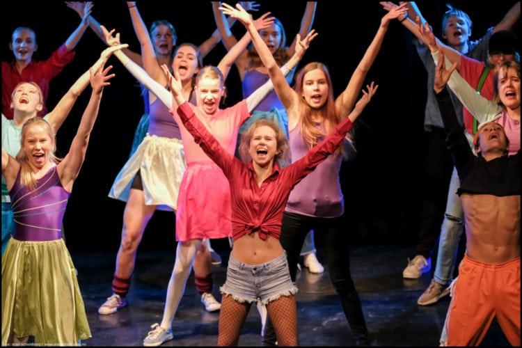 «Happy On Stage!» teater/dans forestilling 16.-17. november 2019, Rønningen folkehøyskole