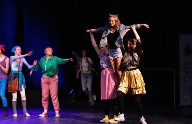 Happy On Stage! teater- og danseforestillinger på Chateau Neuf 25.-26. april 2020