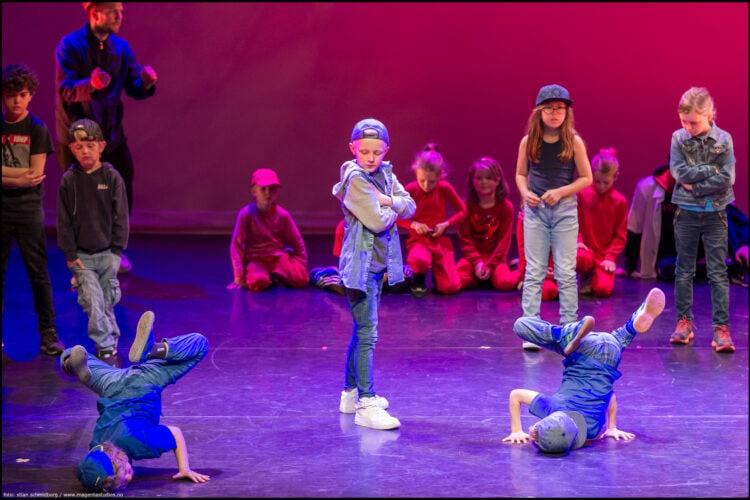 Lyst til å danse med dine venner? «Venner-uke» de to første ukene ved semesterstart!